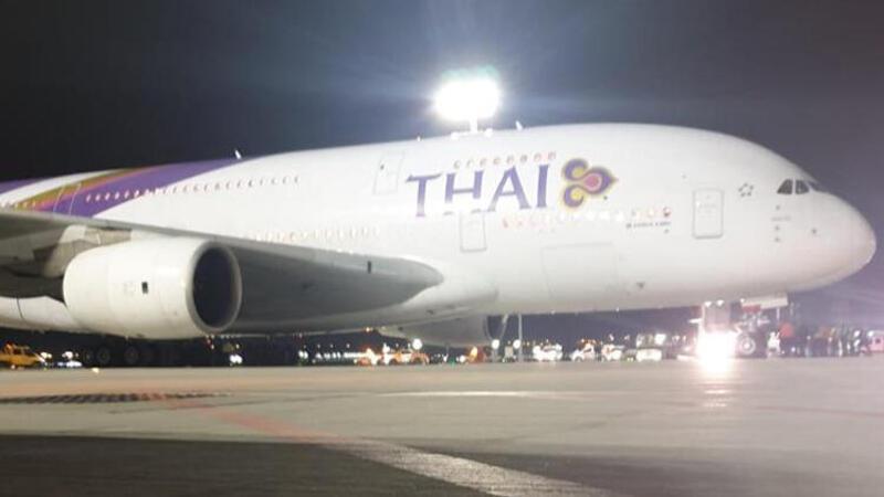İstabul Havalimanı'na A380 tipi uçak acil iniş yaptı