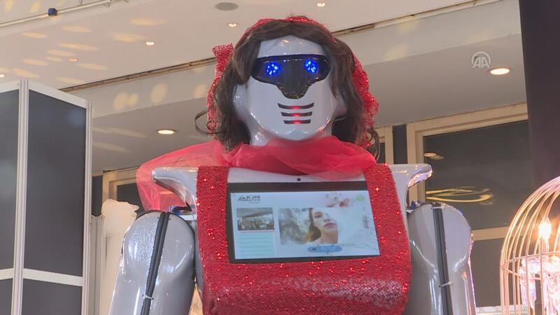 Evlilik fuarının gözdesi 'kınacı robotlar'