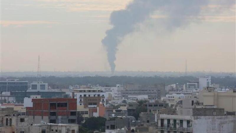 Berlin'de kritik zirve devam ederken Libya'nın başkentinde patlama sesleri