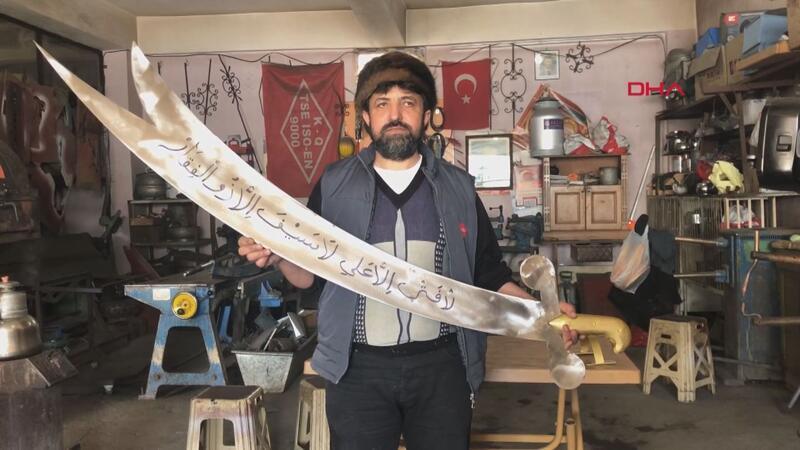 """185 santim uzunluğunda """"Zülfikar"""" kılıcı yaptı"""