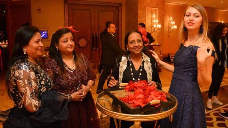 Hintli çiftin milyon dolarlık 25'inci evlilik yıl dönümü kutlaması
