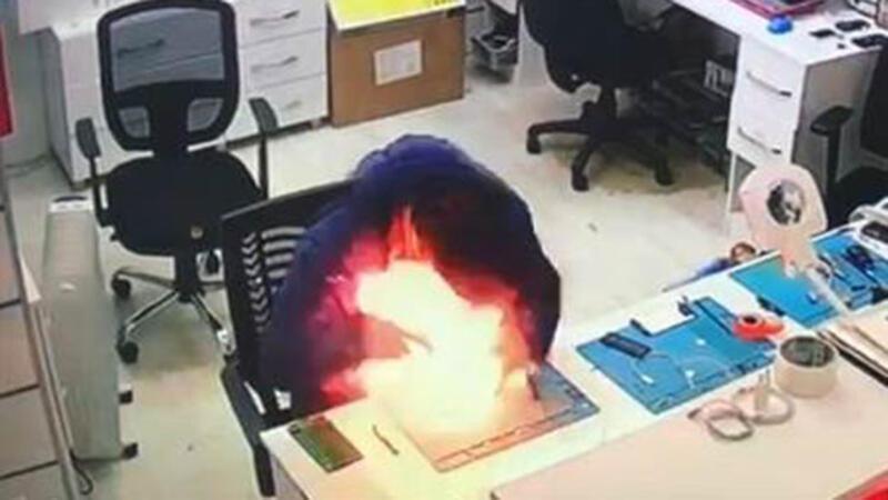 Batarya patladı, cep telefonu tamircisi ölümden döndü...