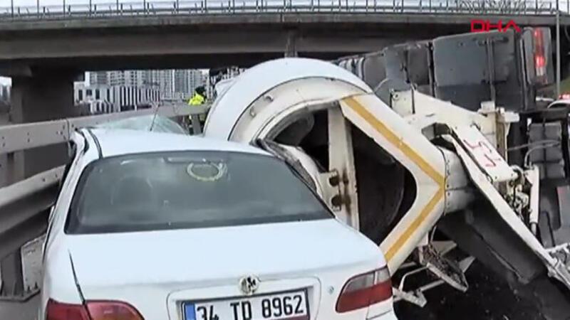 Bağcılar'da beton mikseri devrildi