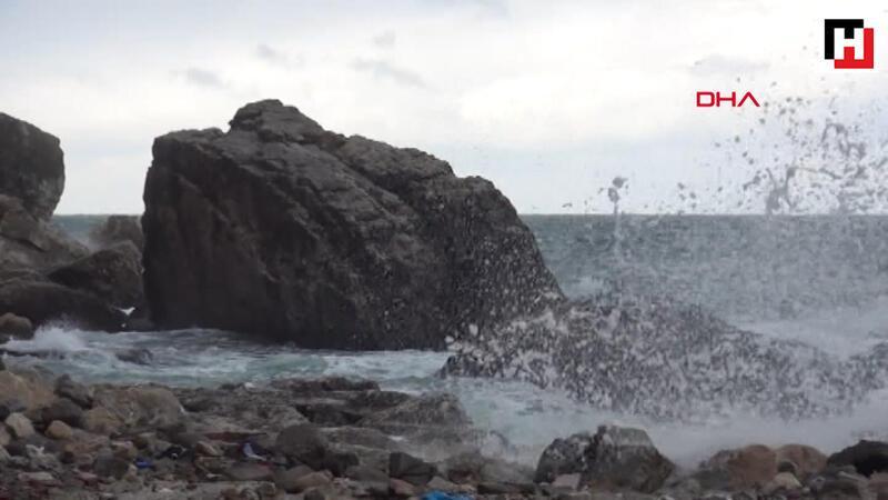 Şiddetli rüzgar; denizde 3 metreyi bulan dalgalar oluşturdu