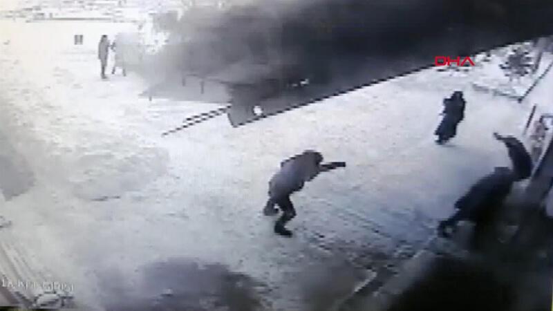 Van'da hastane girişindeki çatı böyle çöktü