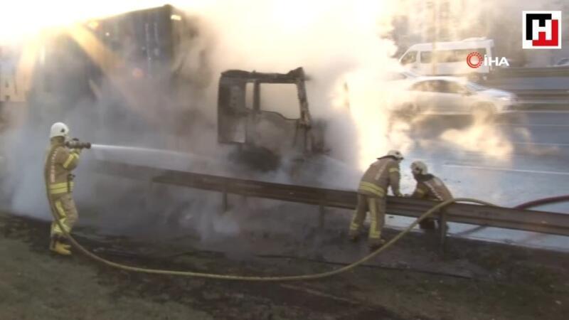 Seyir halindeki TIR'da yangın çıktı