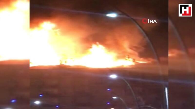 Deprem sonrası doğalgazdan çıkan yangın böyle görüntülendi