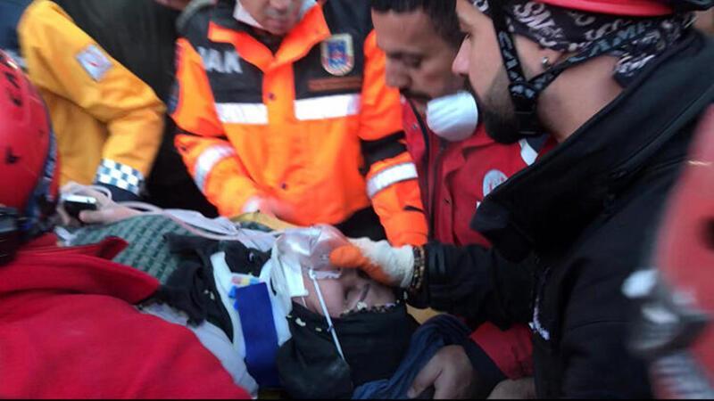 Elazığ'da bir kişi daha enkazdan kurtarıldı