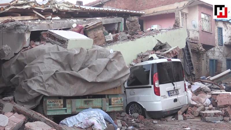 Depremden etkilenen vatandaşlar geceyi sokakta geçirdi