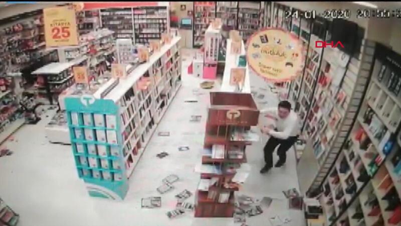 Depremde yaşanan panik anları kamerada