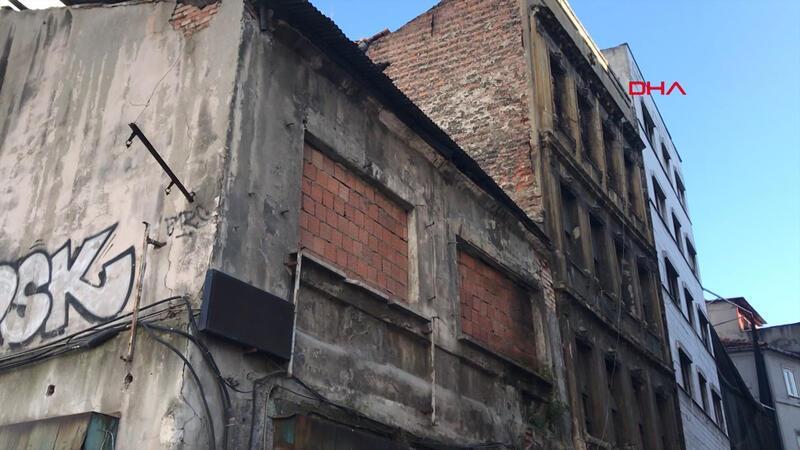 Beyoğlu'nda iki katlı binada çökme