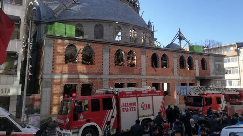 İstanbul Sultangazi'de cami inşaatında çökme meydana geldi.