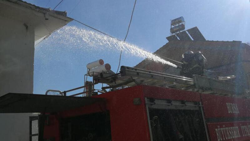 Bursa'da iki katlı evde yangın