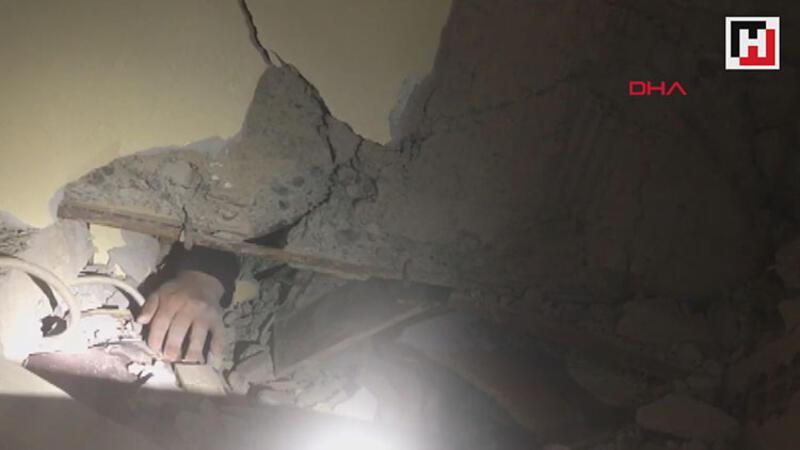 Enkaz altındaki Azize Çelik'e ulaşma anı