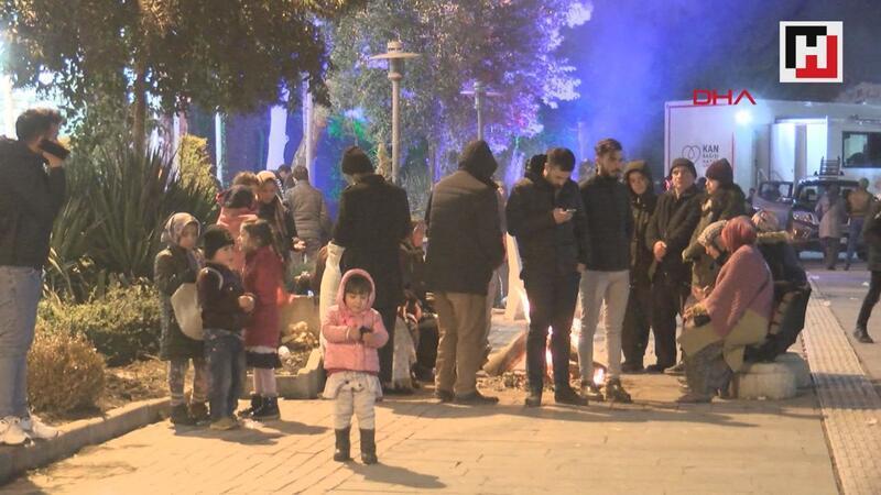 Elazığlılar, sokakta ve toplanma alanlarında geceyi geçirdi