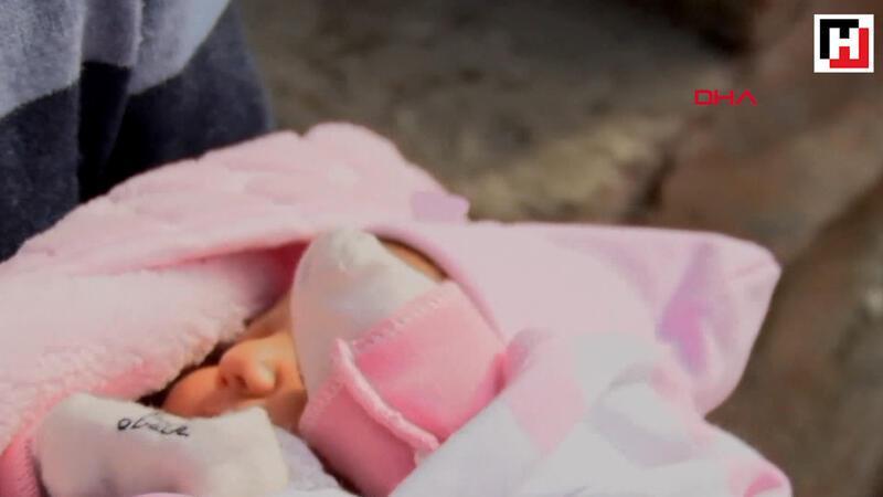 40 günlük bebeği kundaklayıp kapının önüne bıraktı