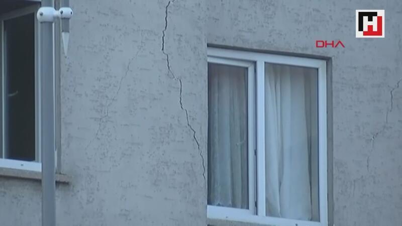 Elazığ'da bir binada çökme riski