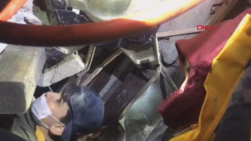 AFAD, enkaz altından çıkarılan Mustafa Emir'in görüntülerini paylaştı