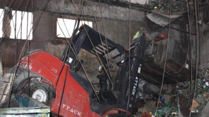 Sultangazi'de atölyenin tavanı çöktü