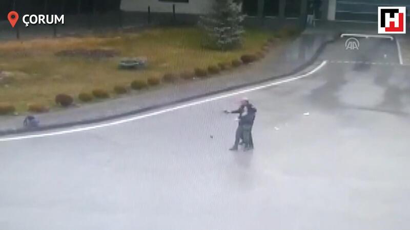 Silahlı kadın polis tarafından etkisiz hale getirildi
