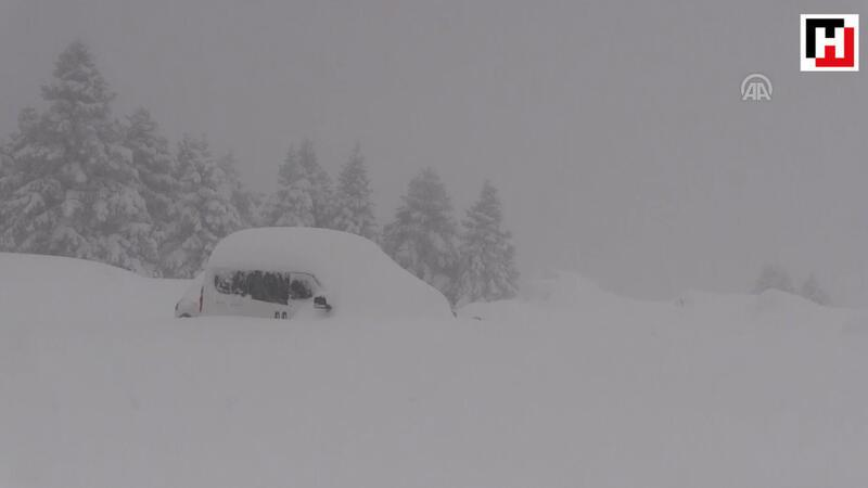 Uludağ'da kar kalınlığı 1.5 metreyi buldu