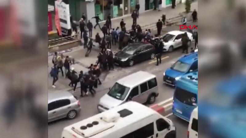 50 lise öğrencisinin birbirine girdiği kavga kamerada