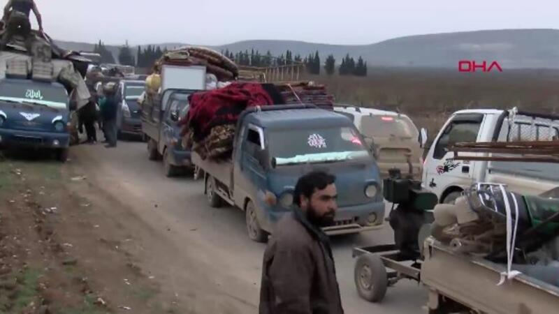 Suriyeliler İdlib'ten böyle kaçıyor