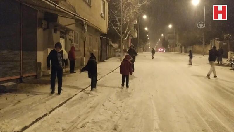 Kahta'ya 5 yılın ardından ilk kez kar yağdı