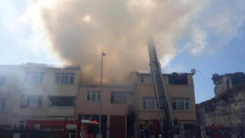 Fatih'te iki katlı binada yangın