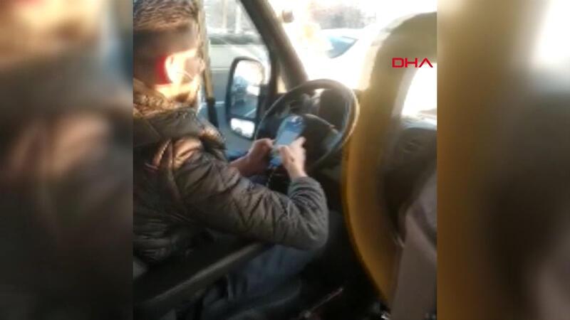 Minibüs şoförü elinde telefonla trafikte mesajlaştı