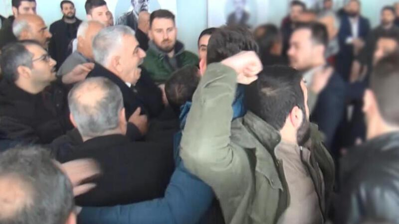 Çevik kuvvet salona girdi... CHP kongresinde arbede