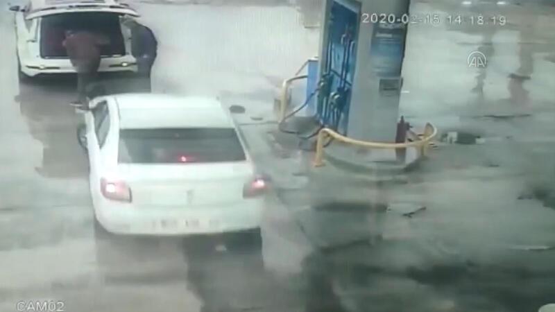 Benzin istasyonunda dehşeti yaşadılar