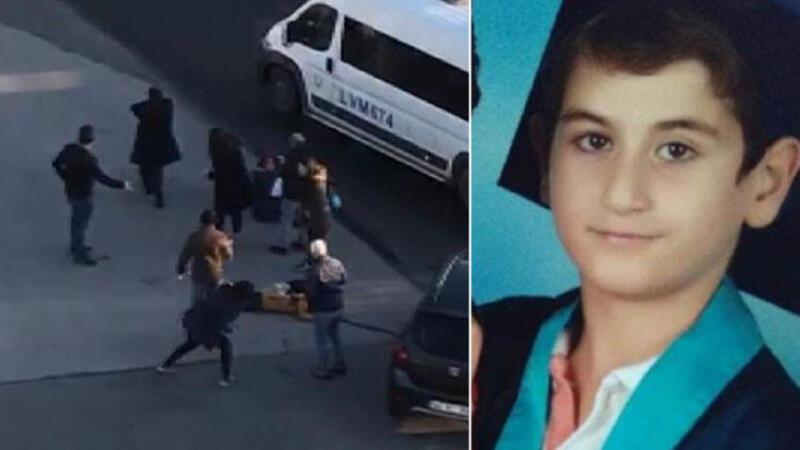 Servis minibüsünün altında kalan çocuk hayatını kaybetti