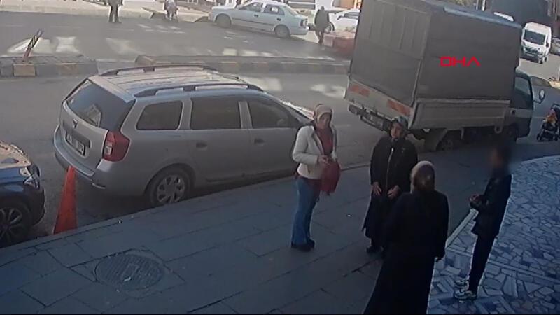 Kadınların çantasını çocuğu vatandaşlar yakaladı