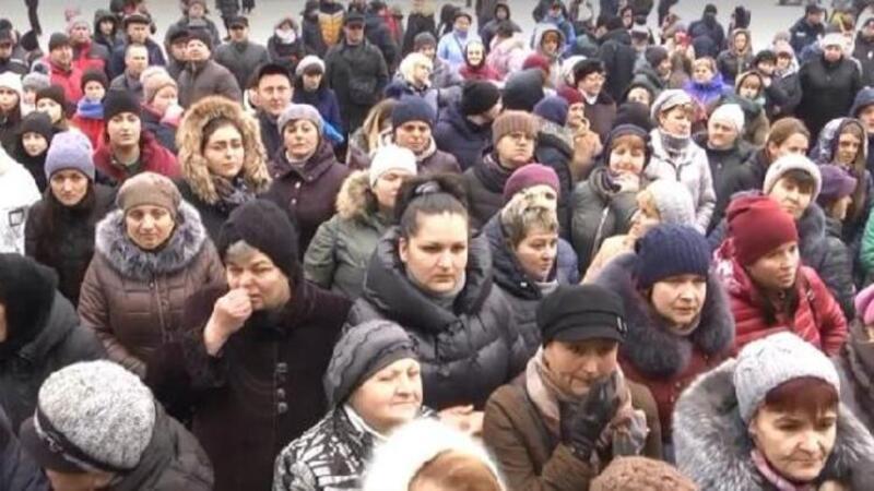 Ukraynalılar hastaneler önünde barikat kurdu