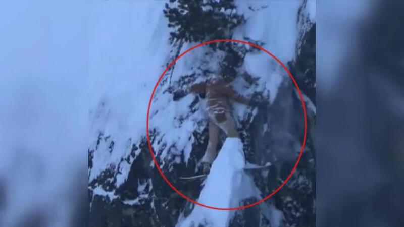 Kayakları kayalara sıkışınca saatlerce böyle kurtarılmayı bekledi