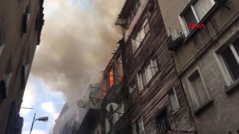 Son dakika... Şişli'de ahşap binada yangın