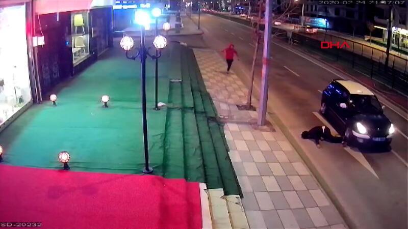 Otomobilin önüne atlayarak intihara kalkıştı!