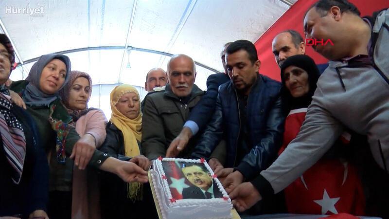 Cumhurbaşkanı Erdoğan'dan HDP önündeki ailelere sürpriz telefon