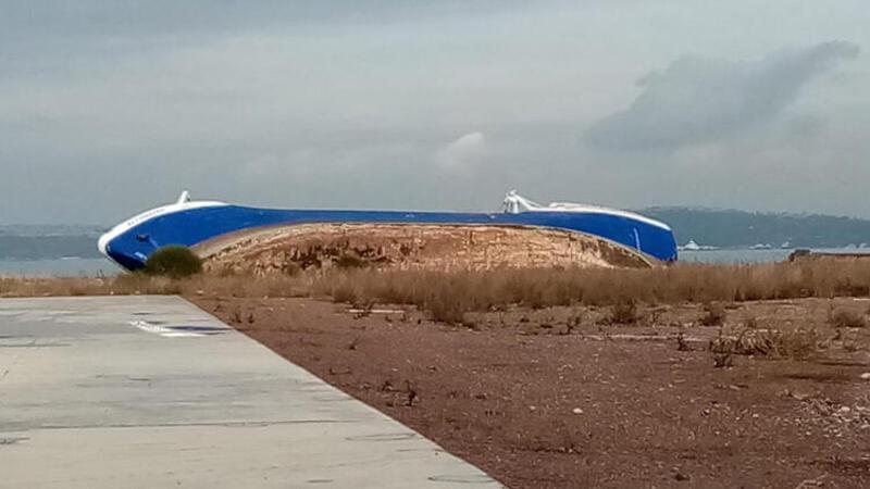 Yalova'da fırtınada sürüklenen gemi yan yattı