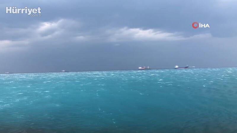 İskenderun Körfezi fırtına ve yağmur nedeni ile turkuaz rengine büründü