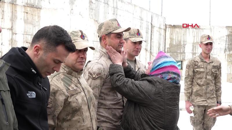 Van'da çığ bölgesini ziyaret eden şehit aileleri duygulandı