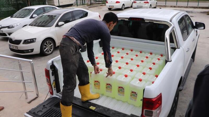 Lise öğrencileri 210 ton dezenfektan üretti, siparişlere yetişemiyorlar