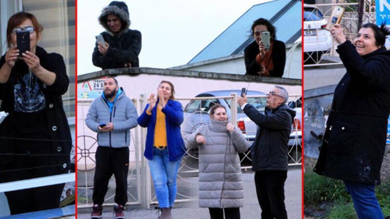Adanalı kemancının müzik performansını mahalle sakinleri sokakta dinledi
