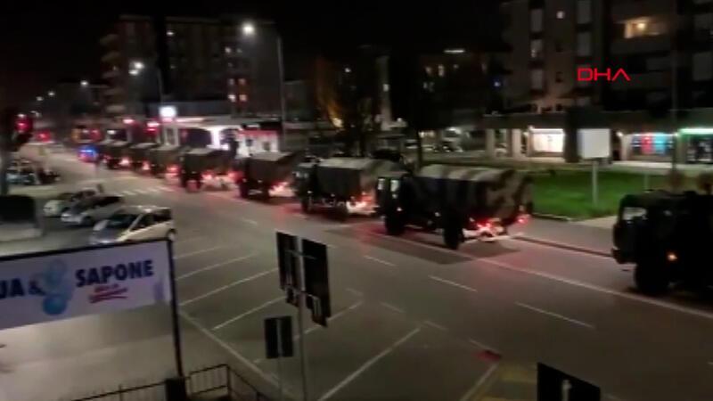 İtalya'da tabutlar askeri araçlarla taşındı