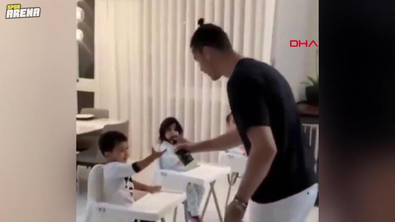 Ünlü futbolcu Ronaldo'dan çocuklara dezenfekte
