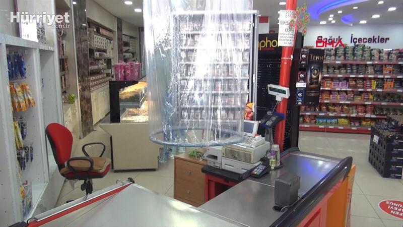 Niğde'de market kasiyerine naylonla 'koronavirüs' önlemi