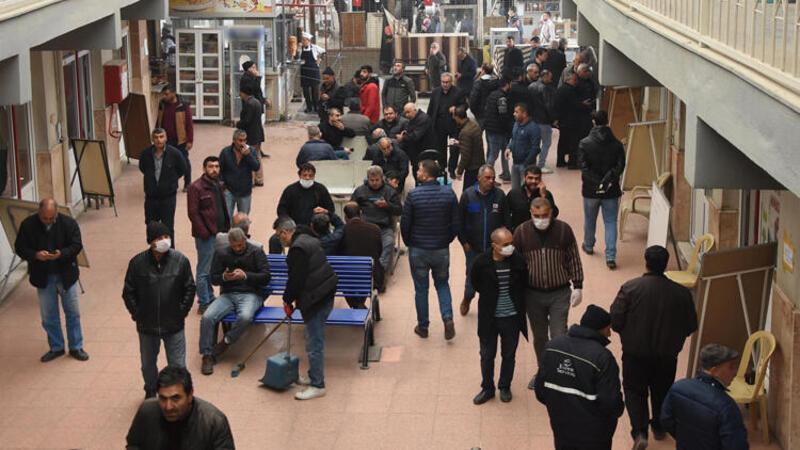 İzmir'de Nakliyeciler Sitesi'nde endişelendiren kalabalık
