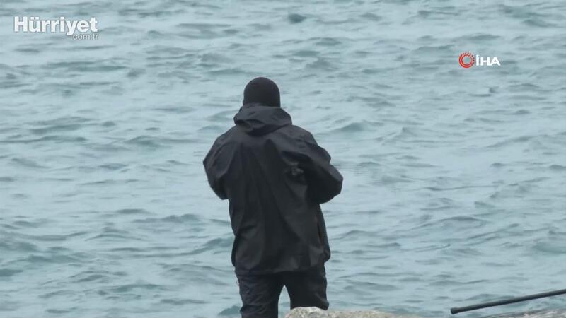 Yasağa uymayan vatandaşlar balık tutmaya devam ediyor