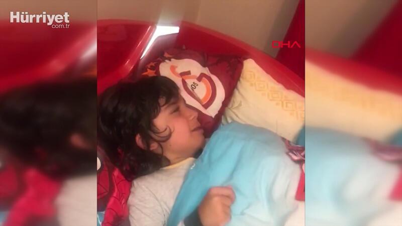 Doktor babasının kokusunu özleyen çocuğun gözyaşları